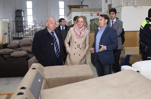 2015011617 Carmen Casero visita fabrica sillones Montealegre del Castillo-2