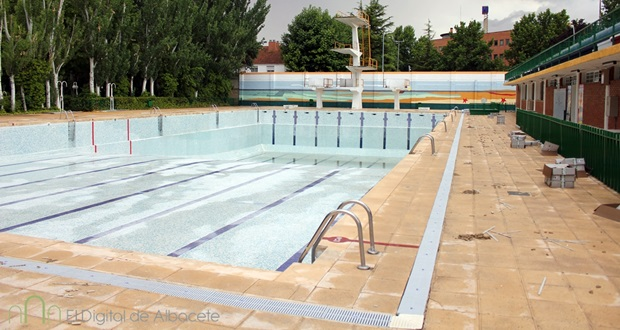 Las piscinas municipales de albacete abren sus puertas el for Piscina santa teresa albacete