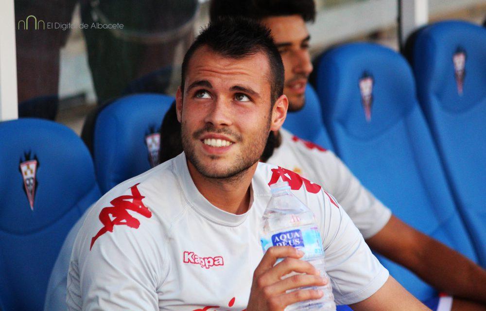 Santi Jara ya se sentó en el banquillo del Carlos Belmonte en la visita del Spornting