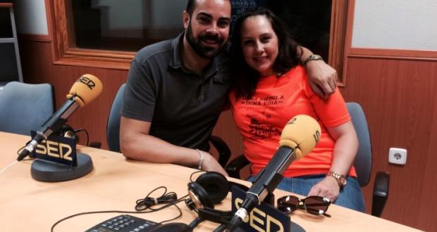 Miguel Ángel junto a Paqui García, la promotora de buscar donantes de médula en su trabajo / Cadena SER