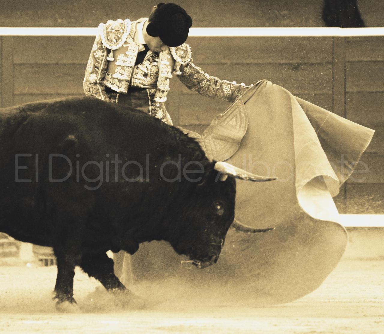El Juli Lopez Simon y Garrido Feria Albacete 2015 toros  122