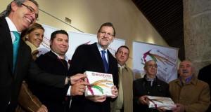 El presidente del Gobierno, Mariano Rajoy, en su visita a La Roda (Albacete)