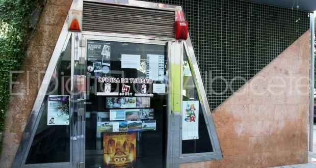 Crecen los visitantes a la oficina de turismo de albacete for Oficina de turismo albacete