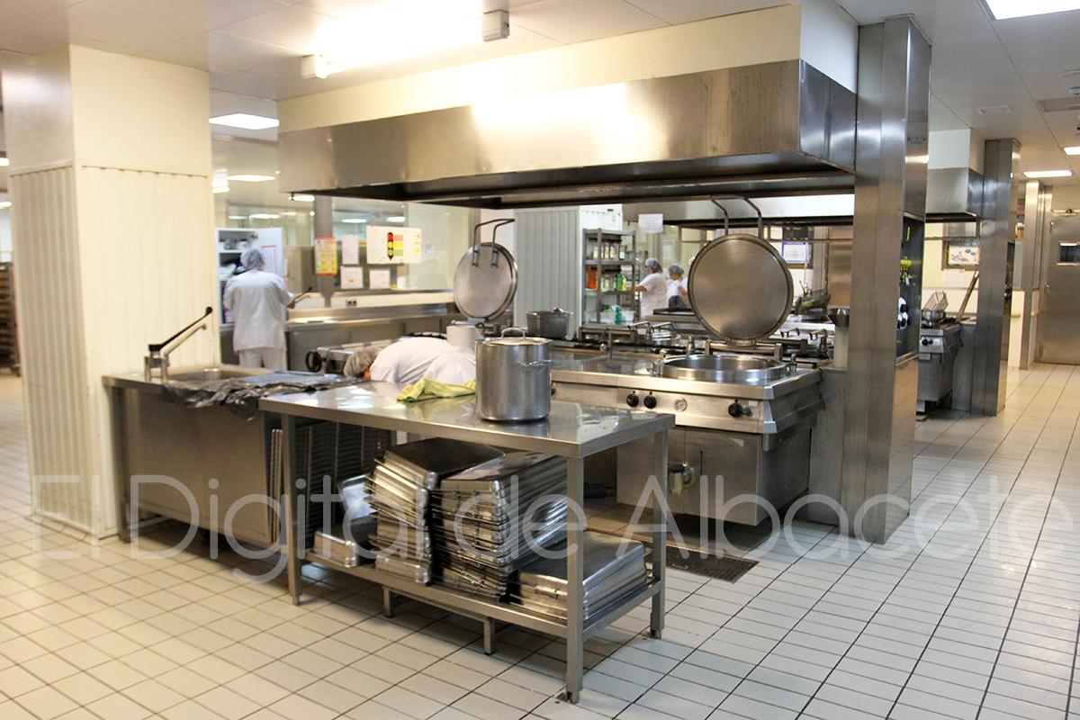 La alimentaci n parte fundamental del tratamiento de los pacientes del hospital de albacete - Cocinas en albacete ...