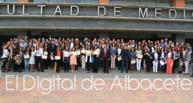 54 DESPEDIDA RESIDENTES MEDICINA NOTICIAS ALBACETE