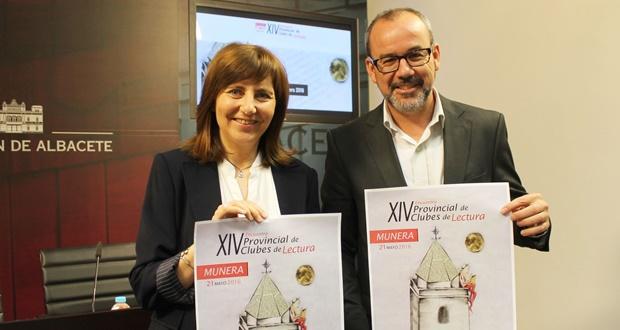 El diputado provincial de Cultura, Alberto González, y la alcaldesa de Munera, Ángeles Martínez