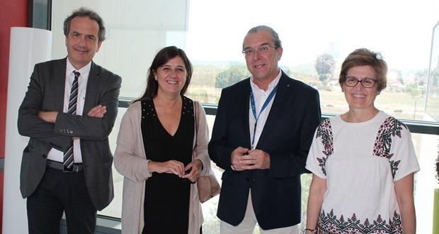 La directora gerente del SESCAM, Regina Leal, en el Hospital General de Almansa