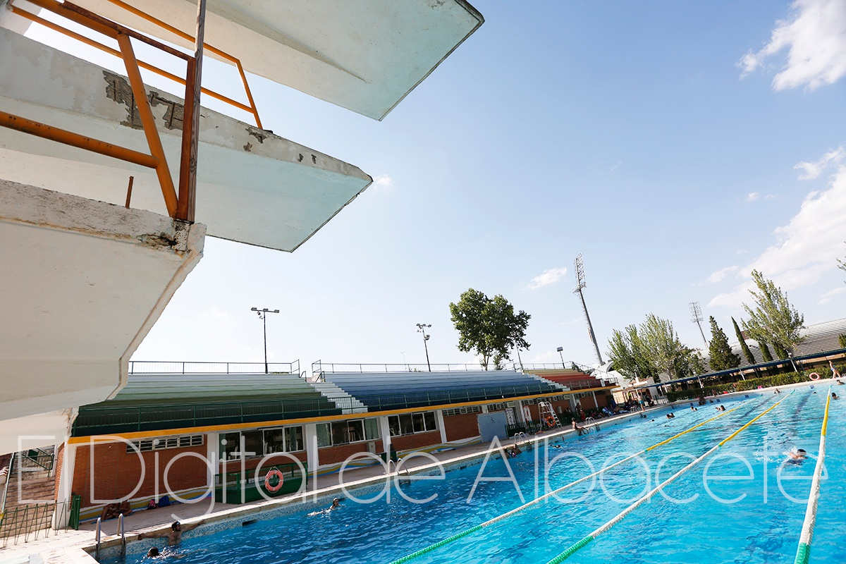 Albacete se dio el ltimo chapuz n del verano el digital for Piscina municipal albacete