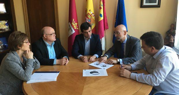Foto Reunión Javier Cuenca con el director general de Salud Pública, Manuel Tordera.29-3-17