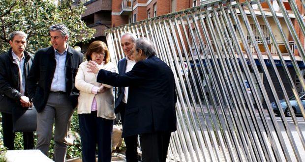 Foto. El Ayuntamiento de Albacete mejora la estética del acceso al Museo Provincial gracias a una nueva puerta diseñada por Antonio Escario. 210417