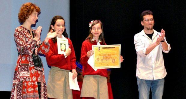 Foto. Mª Ángeles Martínez participa en la entrega de diplomas del Certamen de Libros Gigantes. 210417 (3)