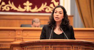 Claudia Alonso en el Pleno de las Cortes