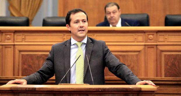 Carlos Velázquez en el Pleno de las Cortes regionales