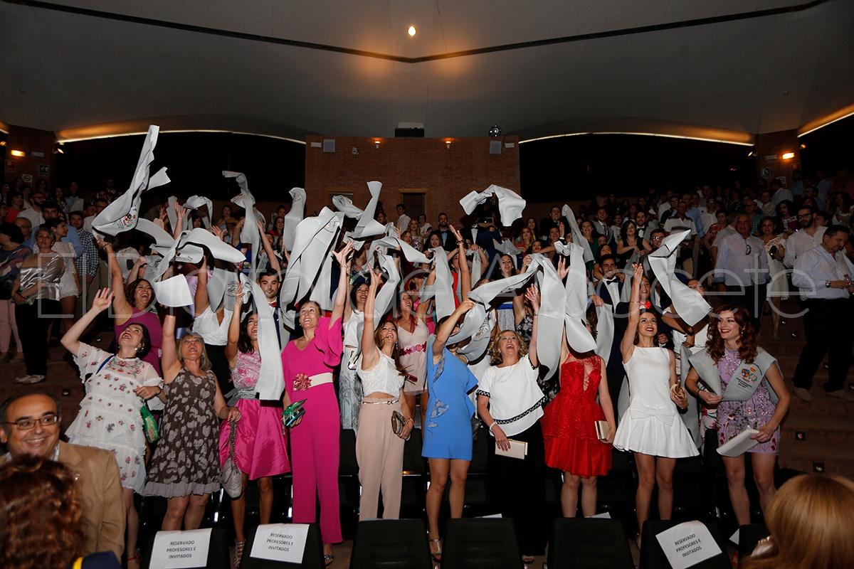 FOTOS | Albacete gradúa 88 nuevos profesionales de Enfermería ...