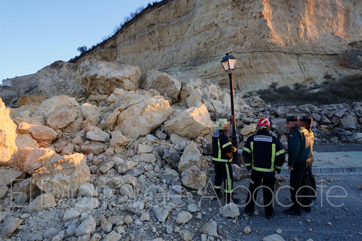 desprendimiento de una roca de grandes dimensiones en