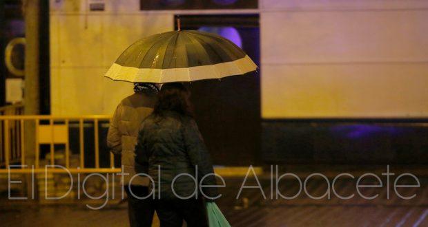 LLUVIA NOCHE ARCHIVO ALBACETE 07