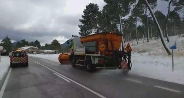 foto jccm albacete tratamiento sal en las carreteras autonomicas albacete 1 620x330 1
