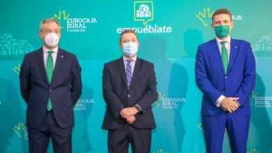 García-Page junto al presidente de Eurocaja Rural; Javier López Martín; y el director general de la entidad, Víctor Manuel Martín
