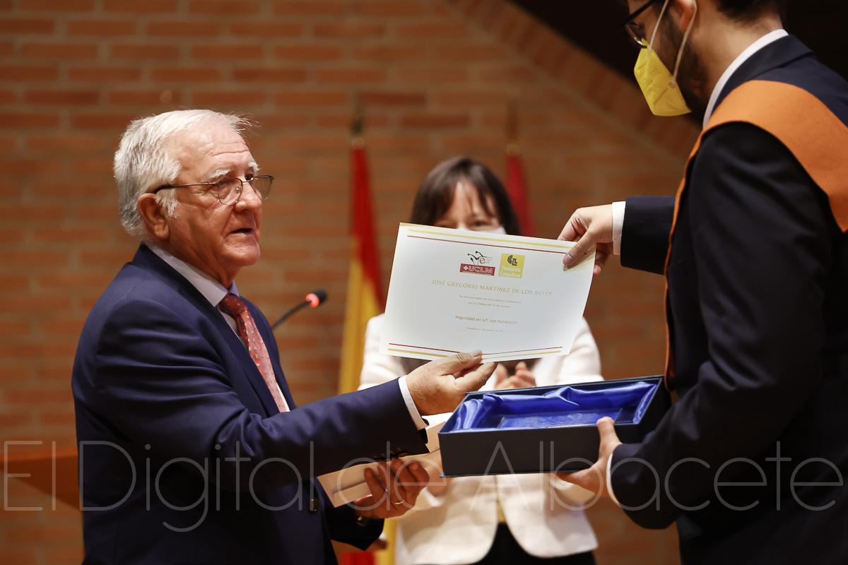 Fundación Campollano premia a un alumno de Ingeniería Informática de Albacete por su trabajo fin de grado contra cibercriminales