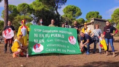 Manifestación contra la instalación de una macrogranja de gallinas