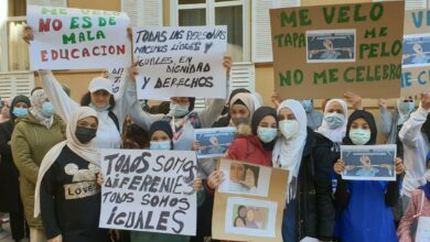 protestan a la puerta de Liceo Caracense de Guadalajara tras negar el uso del velo a una alumna
